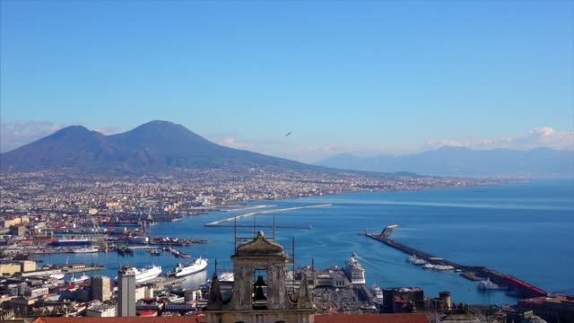 naples-waterfront mit vesuvio - bay of water stock-videos und b-roll-filmmaterial