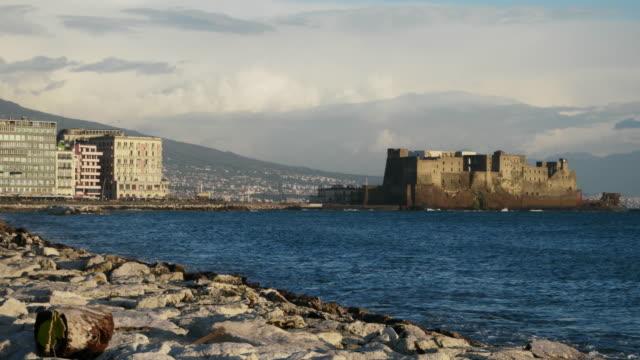 カステル・デッロヴォのナポリ海辺 - ナポリ点の映像素材/bロール