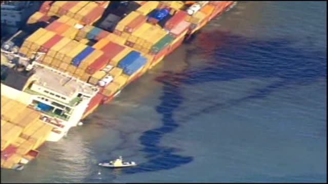 salvage operation; tx 23.1.2007 air view of sunken container ship ' napoli' with oil slick clearly visible zoom in - golfküstenstaaten stock-videos und b-roll-filmmaterial