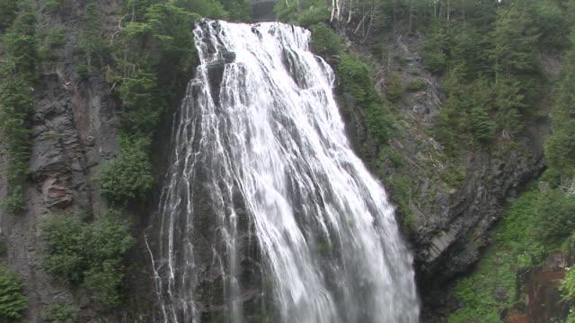 ws, narada falls, mount rainier national park, washington, usa - mt rainier national park stock videos & royalty-free footage
