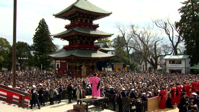 naritasan shinshoji temple in narita chiba prefecture holds its customary annual setsubun celebration on february 3 and sumo's yokozuna hakuho and... - cerimonia tradizionale video stock e b–roll