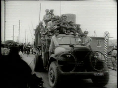 vídeos de stock, filmes e b-roll de narrated / 1949 newsreel / city of shanghai / bridge in shanghai / chinese nationalist soldiers patrol the streets in military vehicles / soldiers... - narrating