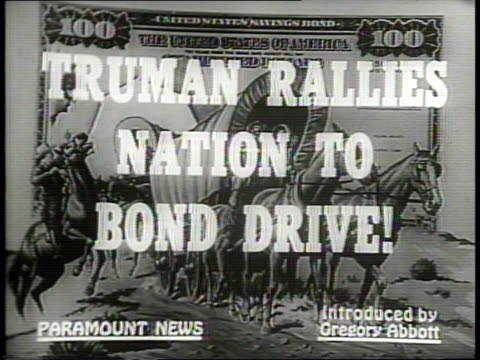 vídeos de stock, filmes e b-roll de narrated / 1949 newsreel / cold war / title card reads: truman rallies nation to bond drive / harry truman at patriot's day dinner in washington, dc... - narrating