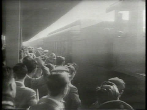 vídeos de stock, filmes e b-roll de narrated / 1949 newsreel / cold war / wounded british royal navy soldiers arrive in shanghai by train to receive medical attention / crowd at train... - narrating