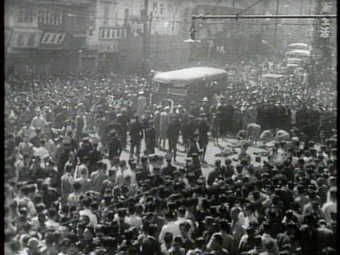 narrated / 1949 newsreel/ crowds fill the streets of shanghai after a public execution / the crowd surges over the dead bodies / the police attempt... - hinrichtung stock-videos und b-roll-filmmaterial