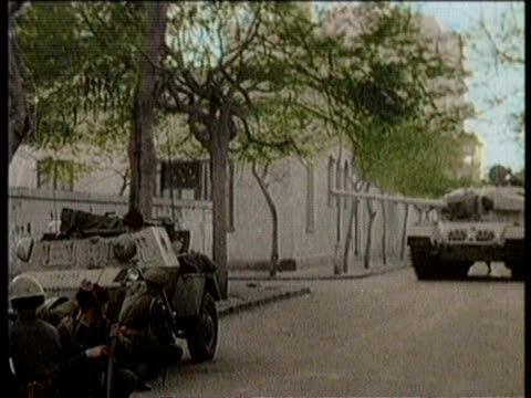 narrated / egyptian and british troops exchange gun fire at suez canal / soldiers injured / soldiers scale walls run in street tanks / bodies laid... - canal do suez stock videos & royalty-free footage