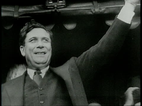 narrated / wendell willkie addresses huge crowd in galesburg il / mrs willkie joins him and waves from train car platform / - narrating stock videos & royalty-free footage