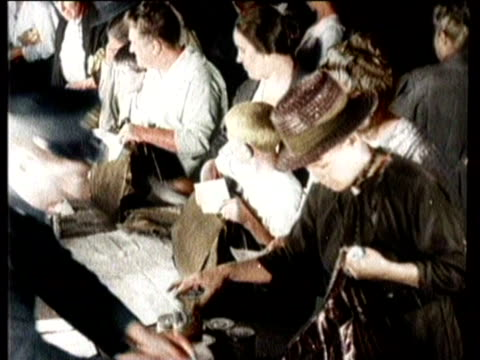narrated / zoom in of date on new york times from world war i / zoom in of article about food riots / wide shot of crowd of people gathering for food... - narrating stock-videos und b-roll-filmmaterial