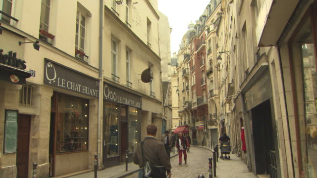 narrow cobbled stone lane curves its way down to some gorgeous little shops and restaurants, classic paris buildings surround the lane as people... - narrow stock videos & royalty-free footage