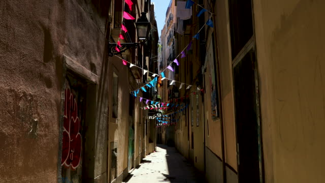 narrow old town street, barcelona, spain - old town stock videos & royalty-free footage