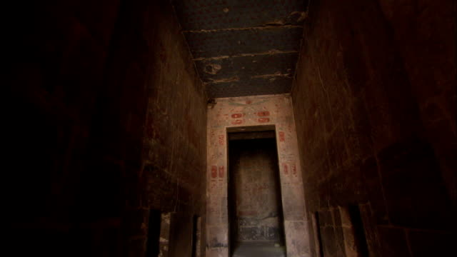 a narrow stone hall leads to the egyptian pharaoh hatshepsut's personal chapel at deir el-bahari in egypt. available in hd. - tal der könige stock-videos und b-roll-filmmaterial