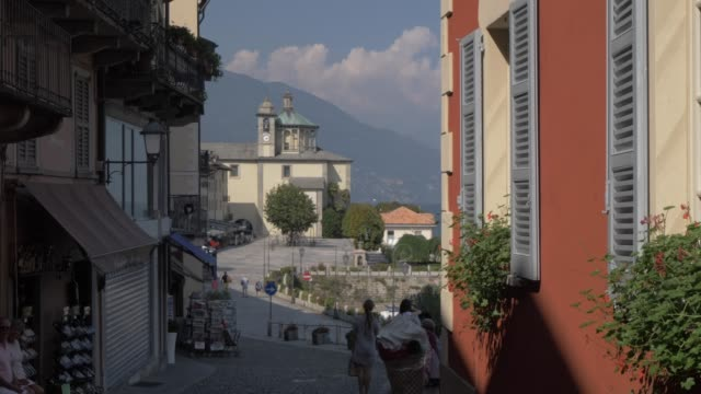 narrow street and view to harbour in cannobio on lake maggiore, lake maggiore, piedmont, italian lakes, italy, europe - kraneinstellung stock-videos und b-roll-filmmaterial