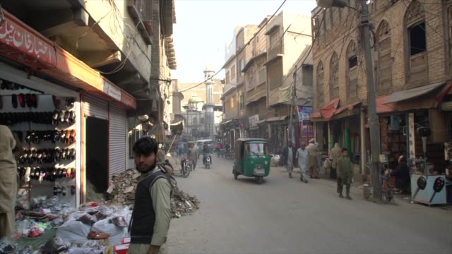 a narrow street at the ander sher bazaar, peshawar, pakistan - pakistan stock videos & royalty-free footage