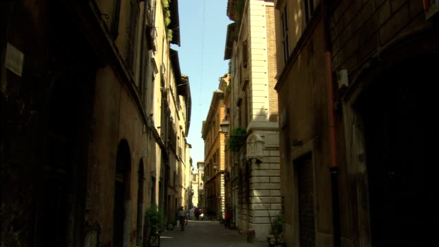 MS, Narrow street in old town, Rome, Italy