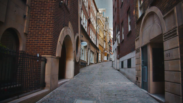 narrow street. london. business downtown. - italian culture stock videos & royalty-free footage