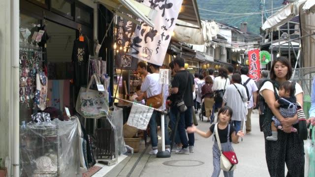 vidéos et rushes de narrow street with stores on miyajima island after rain,  japan - hiroshima prefecture