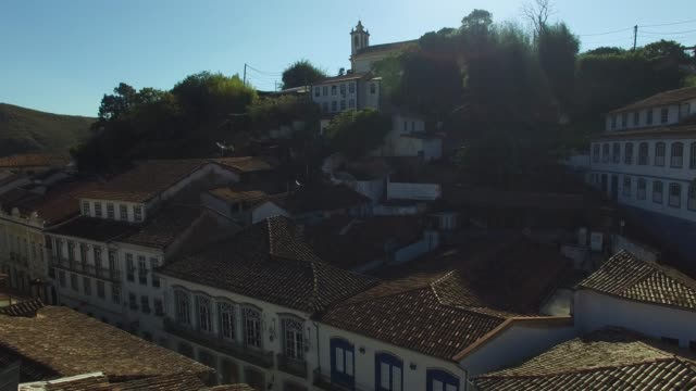 vídeos de stock e filmes b-roll de narrow streets in ouro preto in minas gerais, brazil - preto