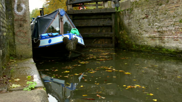 narrowboat passing river lock - moving past stock videos & royalty-free footage