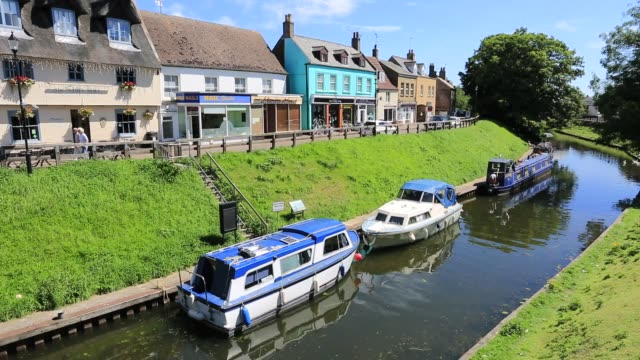 narrowboats on the river nene, march town, cambridgeshire; england, uk - fen stock videos and b-roll footage