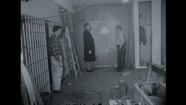 vídeos de stock, filmes e b-roll de nashville prison being repaired/renovated - grade de prisão