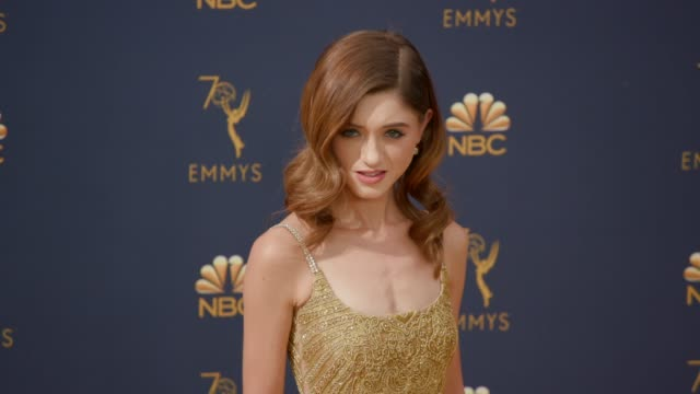 vídeos de stock, filmes e b-roll de natalia dyer at the 70th emmy awards arrivals at microsoft theater on september 17 2018 in los angeles california - 70th annual primetime emmy awards