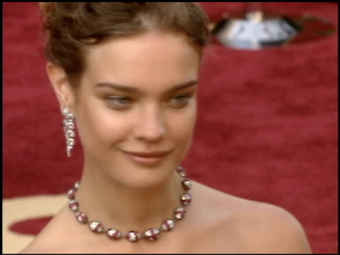 stockvideo's en b-roll-footage met natalia vodianova at the 2005 academy awards at the kodak theatre in hollywood, california on february 27, 2005. - 77e jaarlijkse academy awards