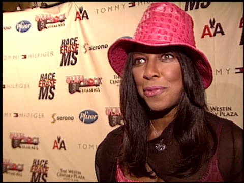 vidéos et rushes de natalie cole at the race to erase at the century plaza hotel in century city, california on may 14, 2004. - race to erase ms