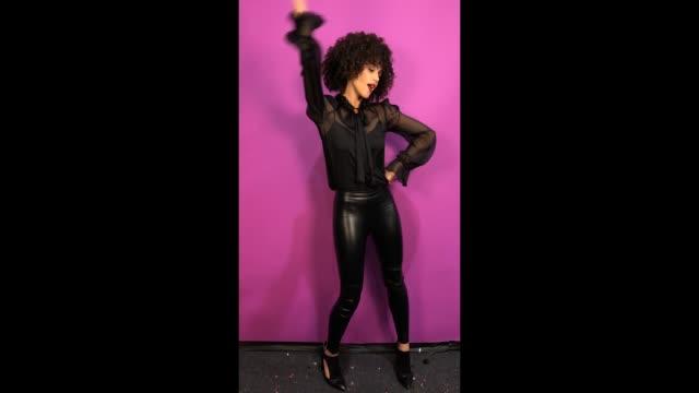 vídeos de stock e filmes b-roll de natalie emmanuel poses in the studio during the mtv emas 2017 held at the sse arena wembley on november 12 2017 in london england - wembley arena