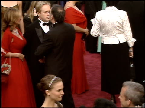 stockvideo's en b-roll-footage met natalie portman at the 2005 academy awards at the kodak theatre in hollywood, california on february 27, 2005. - 77e jaarlijkse academy awards