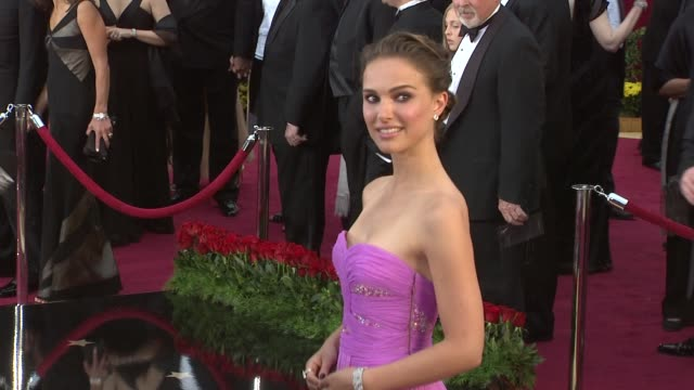 vídeos y material grabado en eventos de stock de natalie portman at the 81st academy awards arrivals part 2 at los angeles ca - 2009