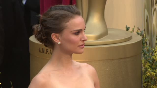 vídeos y material grabado en eventos de stock de natalie portman at the 81st academy awards arrivals part 6 at los angeles ca - 2009