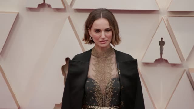 natalie portman at the 92nd annual academy awards at dolby theatre on february 09, 2020 in hollywood, california. - academy awards stock-videos und b-roll-filmmaterial