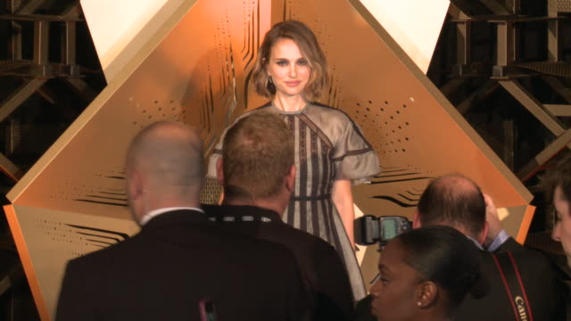 "vídeos de stock, filmes e b-roll de natalie portman at the opening night of afi fest 2019 presented by audi ""queen slim"" world premiere and gala screening in los angeles ca - american film institute"