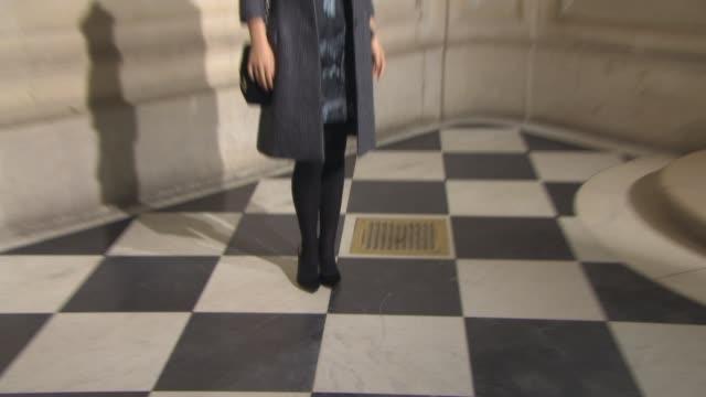 vídeos de stock, filmes e b-roll de broll natalie portman benjamin millepied at christian dior haute couture ss 2015 on january 26 2015 in paris france - ponto de costura