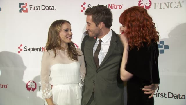 natalie portman jake gyllenhal and florence welch at the finca 25th anniversary celebration at new york ny - jake gyllenhaal stock videos & royalty-free footage