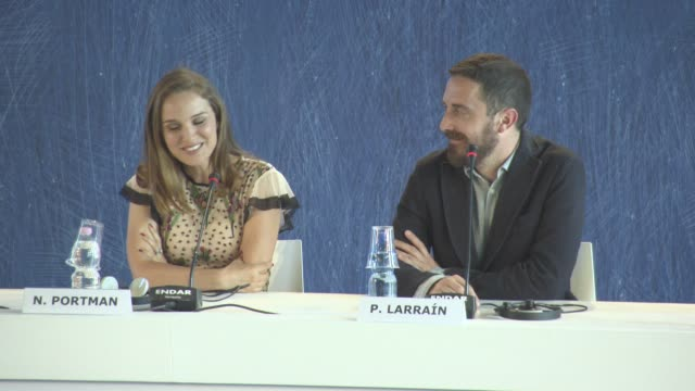 vídeos y material grabado en eventos de stock de interview natalie portman on meeting luc besson during the filming on her character at 'jackie' press conference press 73rd venice film festival at... - natalie portman
