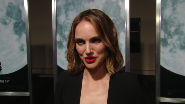 """interview natalie portman on the production and her character at the """"lucy in the sky"""" los angeles premiere presented by fox searchlight pictures in... - fox searchlight pictures stock videos & royalty-free footage"""