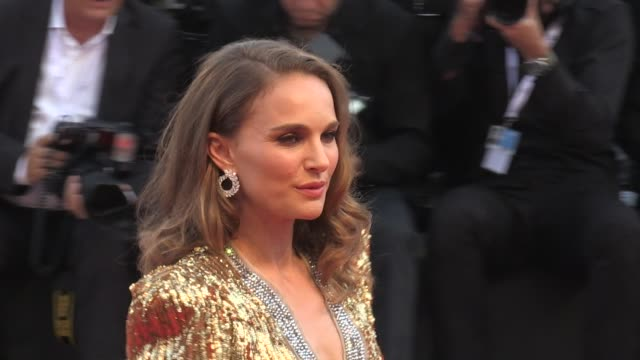 natalie portman on the red carpet for the premiere of vox lux at the venice film festival 2018 venice italy on tuesday september 4 2018 - photo call stock videos & royalty-free footage