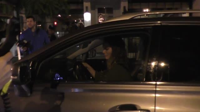 vídeos y material grabado en eventos de stock de natalie portman outside catch nightclub in west hollywood in celebrity sightings in los angeles - natalie portman
