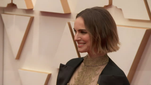 natalie portman walking the red carpet at the 92nd annual academy awards at the dolby theater in los angeles, california. - music or celebrities or fashion or film industry or film premiere or youth culture or novelty item or vacations 個影片檔及 b 捲影像