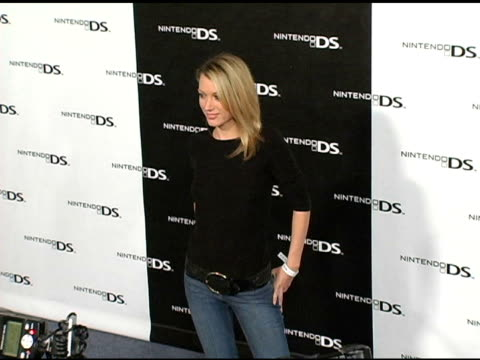 vidéos et rushes de natalie zea at the exclusive nintendo pre-launch party at the day after at the day after in los angeles, california on november 16, 2004. - exclusivité