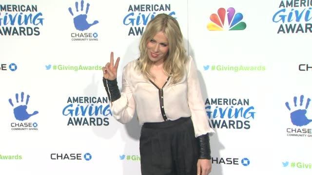 natasha bedingfield at the 2nd annual american giving awards presented by chase on in pasadena ca - hinterher bewegen stock-videos und b-roll-filmmaterial