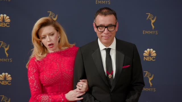 stockvideo's en b-roll-footage met natasha lyonne and fred armisen at the 70th emmy awards arrivals at microsoft theater on september 17 2018 in los angeles california - emmy awards