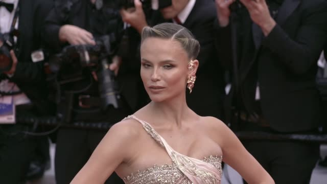 vidéos et rushes de natasha poly jonathan cheban maria grazhina chaplin on the red carpet for oh mercy premiere in cannes cannes france on wednesday may 22 2019 - festival international de cannes