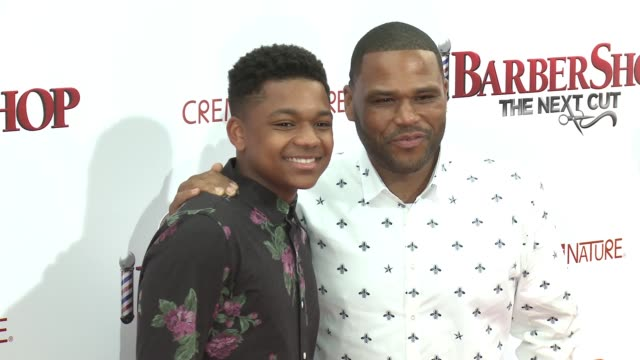 stockvideo's en b-roll-footage met nathan anderson and anthony anderson at barbershop the next cut los angeles premiere at tcl chinese theatre on april 06 2016 in hollywood california - tcl chinese theatre