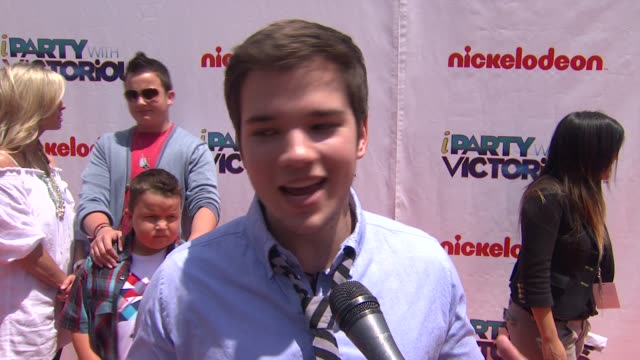 nathan kress on what fans can expect, on shooting this episode, on the musical aspect. at the nickelodeon's 'iparty with victorious' premiere at west... - nickelodeon点の映像素材/bロール