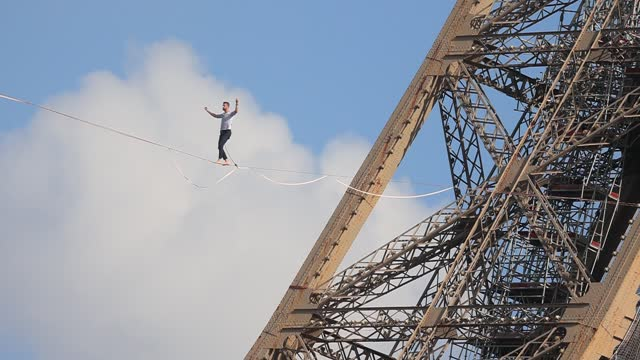 FRA: Highline Specialist At The Eiffel Tower