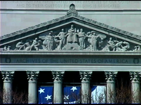 stockvideo's en b-roll-footage met national archives building in washington dc - national archives washington dc