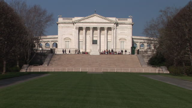 ws, national archives building, washington dc, washington, usa - arlington virginia video stock e b–roll