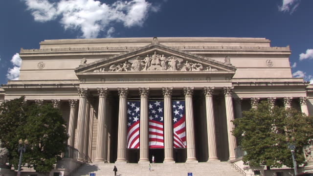 stockvideo's en b-roll-footage met ms, zi, national archives building, washington dc, washington, usa - national archives washington dc